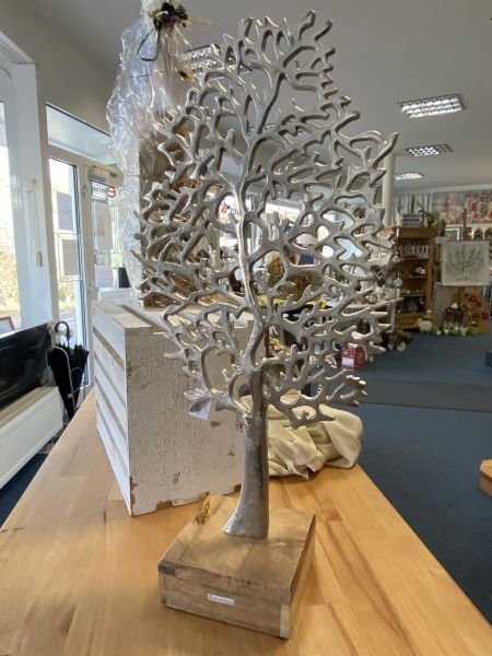Baum aus metall und standfuss 65 x 31 cm
